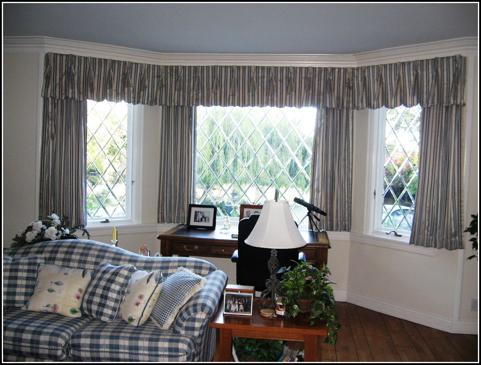 Bay Window Curtain Ideas For Kitchens
