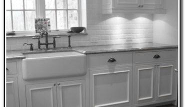 White Kitchens With Farmhouse Sinks