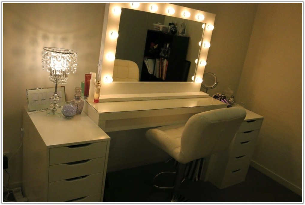 Table Mirror And Lamp Set