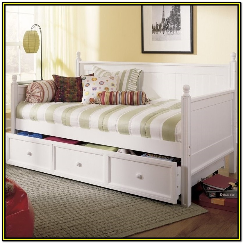 White Daybed With Trundle And Mattresses