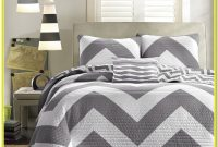 White And Gray Quilt Set